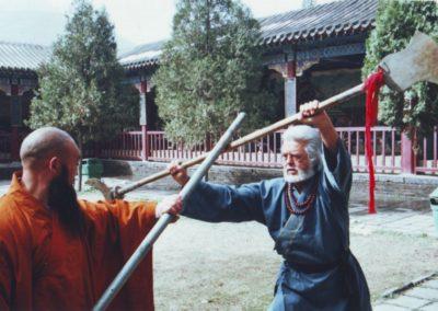 Kínában a Shaolin Kolostorban  Ming Wu-val a legfőbb gyógyító pappal