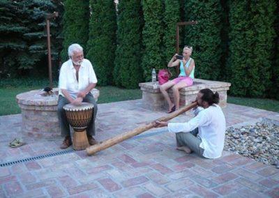 Didgeridoo és konga