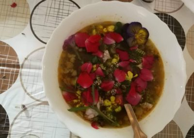 Virágszirmos leves